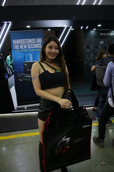 Booth Babes 2018 47 400x600 47