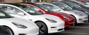 El Tesla Model 3 llega a Europa con el piloto automático deshabilitado