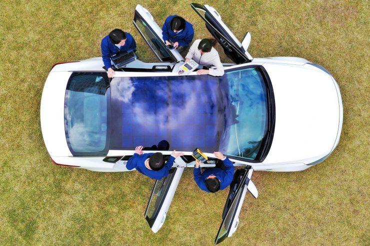 Coche Hyundai con techo eléctrico 740x493 0