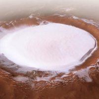 La NASA encuentra agua helada bajo la superficie de Marte