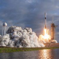 SpaceX lanza con éxito su cápsula Dragon con suministros para la EEI