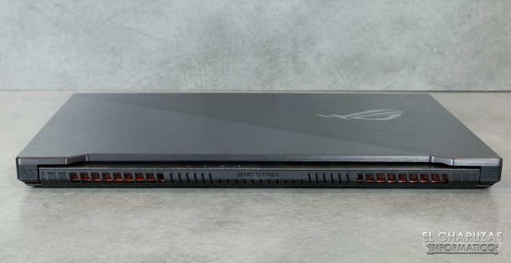 Asus ROG Strix Scar II - GL704GW - Lado Trasero