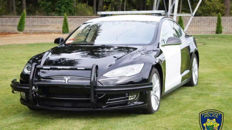 Tesla Model S 85D Policia 740x416 0
