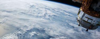 Facebook estaría construyendo satélites para ofrecer Internet con rayos láser a 10 Gbps