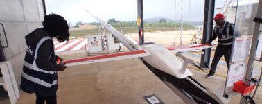 Utilizan drones autónomos para repartir suministros médicos en Ruanda