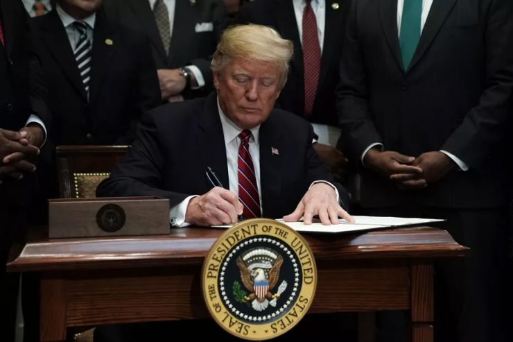 Donald Trump Orden ejecutiva 740x493 0