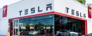 Tesla mantendrá abiertas sus tiendas físicas, pero subirá los precios de sus automóviles