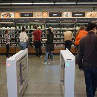 Las tiendas Amazon Go aceptarán dinero, el mundo aún no está listo para tanta tecnología
