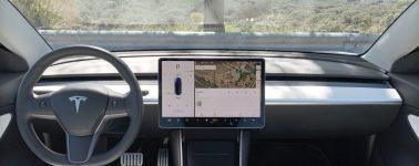 Elon Musk revela la razón de que los Tesla Model 3 tengan una cámara apuntando directamente al conductor