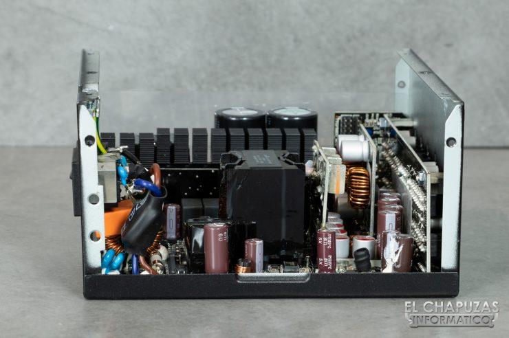 Thermaltake Toughpower iRGB Plus - Interior 3