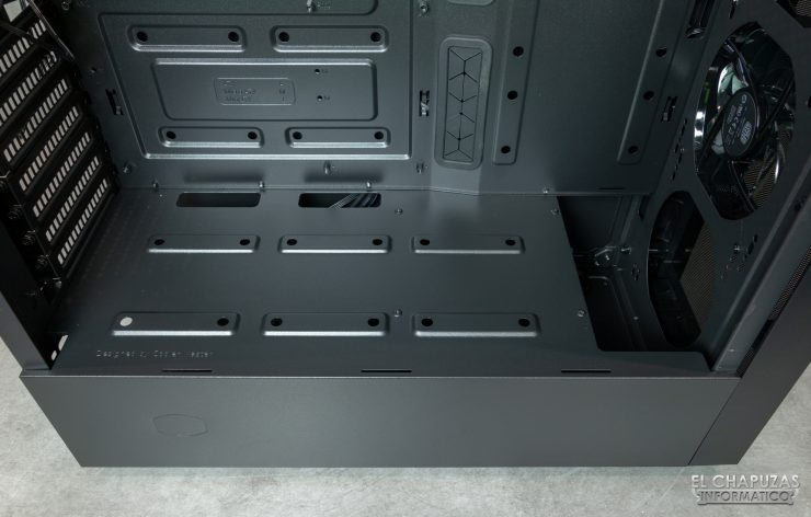 MasterBox NR600 - Interior inferior