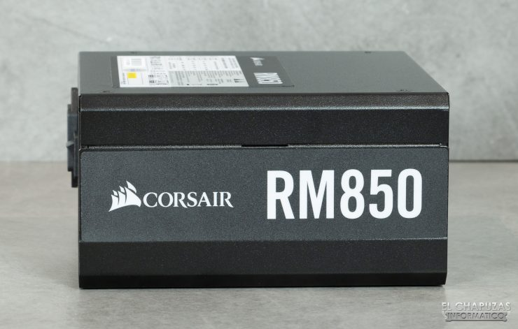 Corsair RM Series - Vista Lateral 1