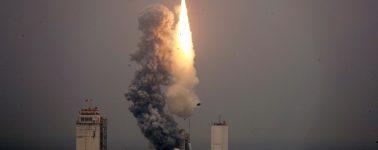 China lanza por primera vez un cohete al espacio desde un barco