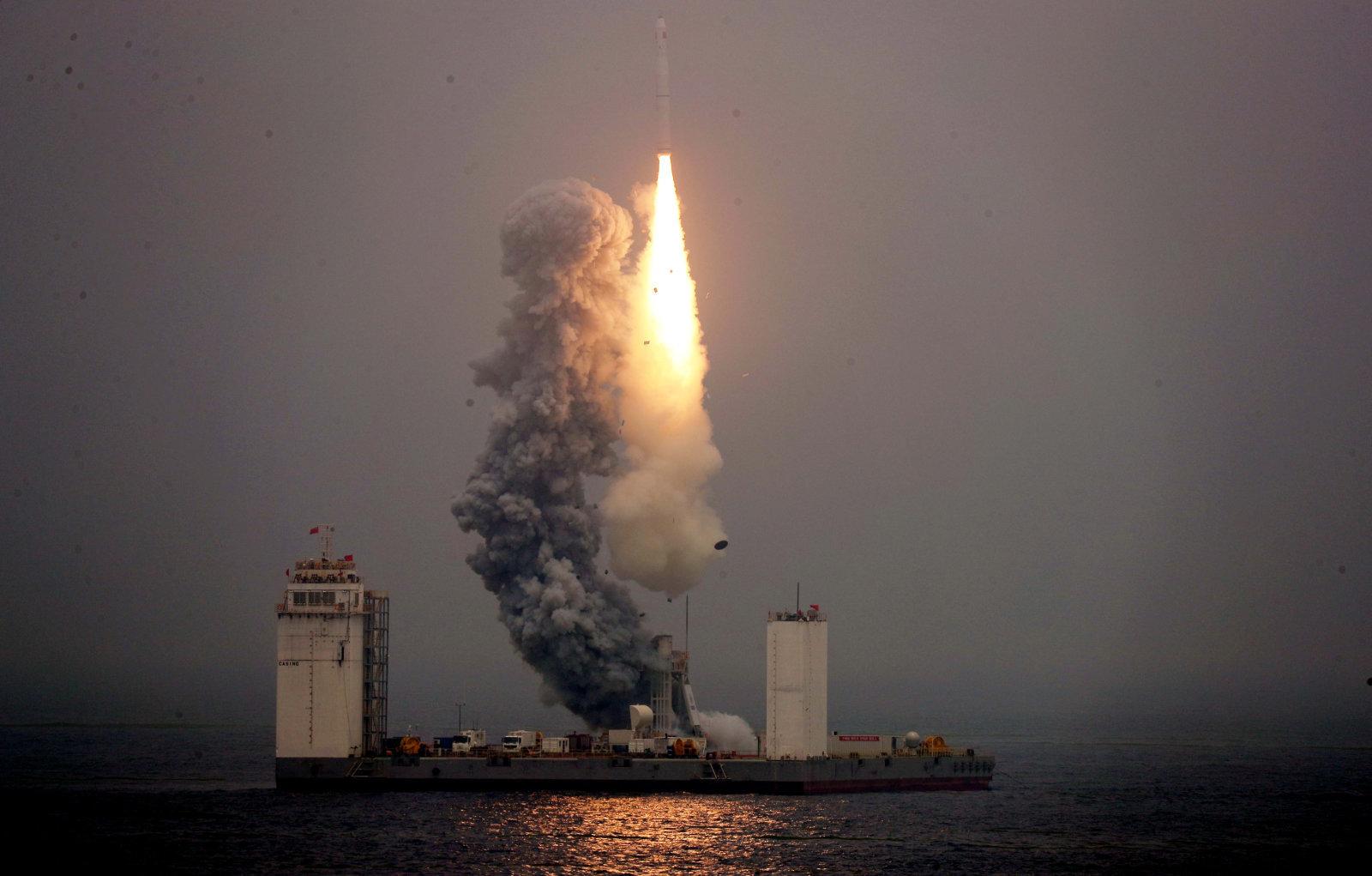 Resultado de imagen de china cohete desde el mar