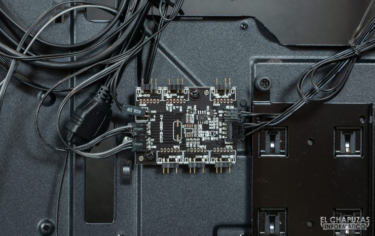 Antec DP501 Dark Phantom - Interior - Concentrador RGB