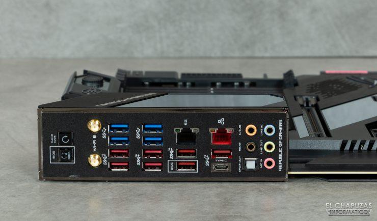 Asus ROG Crosshair VIII Formula - Conectores traseros