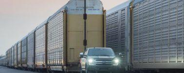 Ford demuestra el poderío de su F-150 eléctrica remolcando 500 toneladas de peso