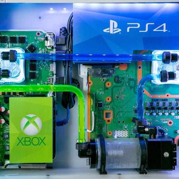 PlayStation 4 Pro y Xbox One X por agua
