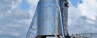 Un fallo de motor envuelve la nave Starhopper de SpaceX en una bola de fuego, pero las pruebas siguen adelante