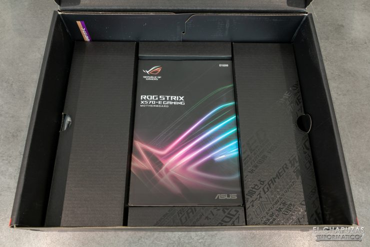 Asus ROG Strix X570-E Gaming - Embalaje interno 2