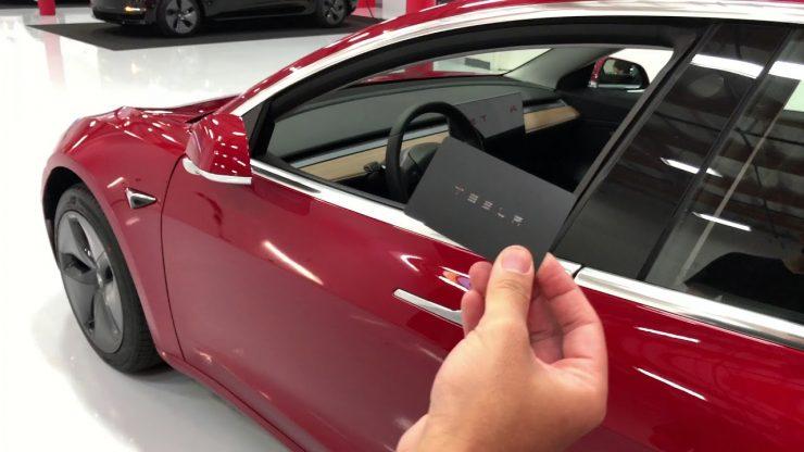 Tesla Model 3 tarjeta