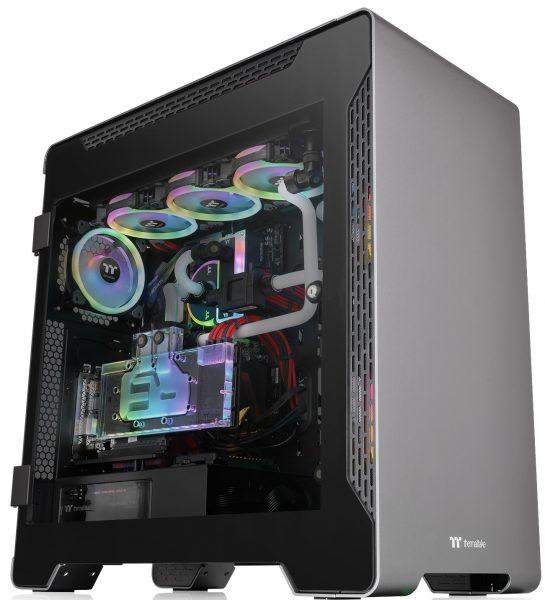 PC montado con una Thermaltake A700 Aluminum TG