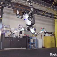 El robot Atlas de Boston Dynamics ya es todo un gimnasta