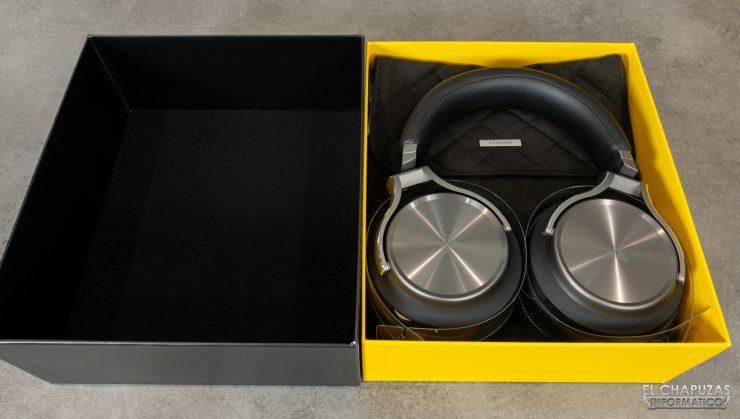 Corsair Virtuoso RGB Wireless SE - Embalaje interior