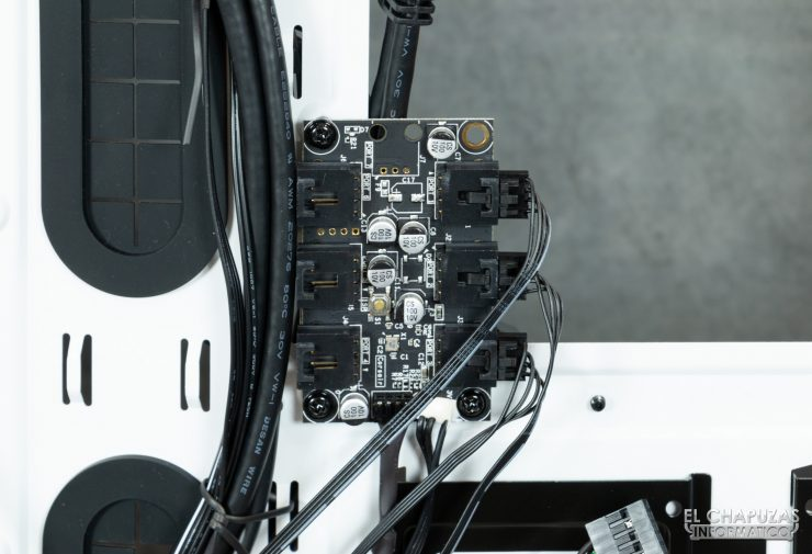 Corsair iCUE 465X RGB - Interior - Controlador ventiladores