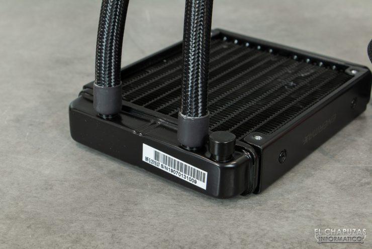 Enermax Liqmax III RGB 120 - Salida de tubos del radiador