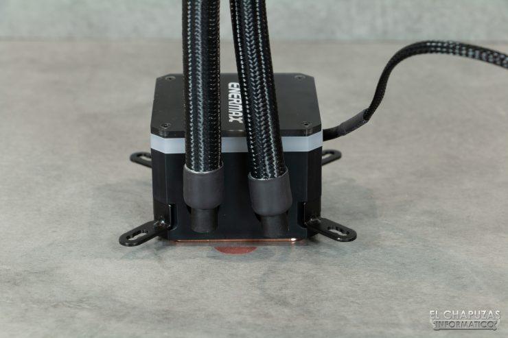 Enermax Liqmax III RGB 120 - Salida de tubos de la bomba
