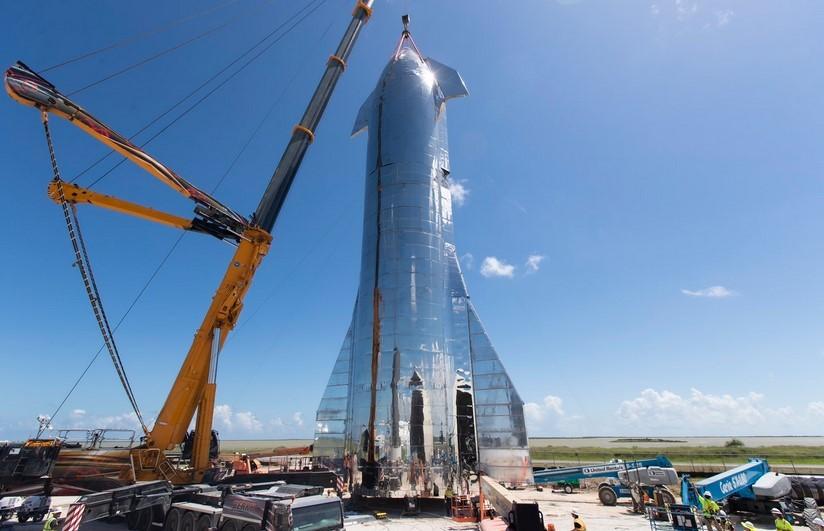 SpaceX muestra el prototipo ya ensamblado de la nave Starship Mk1 de 50 metros de altura