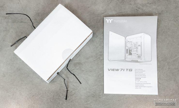 Thermaltake View 71 TG ARGB - Manual y caja de accesorios