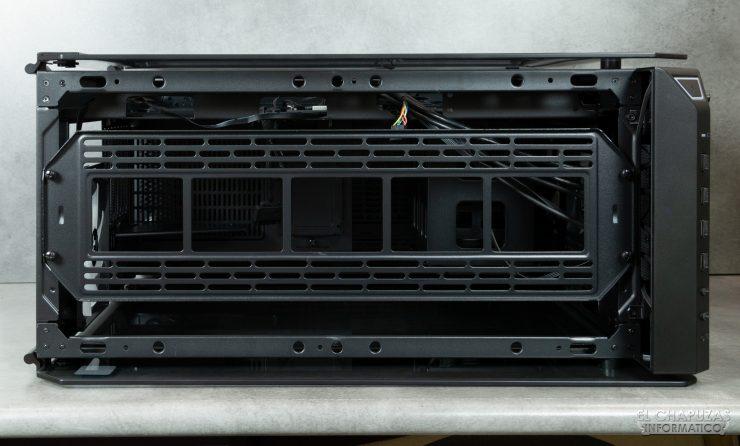 Thermaltake View 71 TG ARGB - Interior - Lado superior - Bandeja