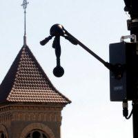 París está probando un 'radar de ruido' que multará automáticamente a los vehículos ruidosos
