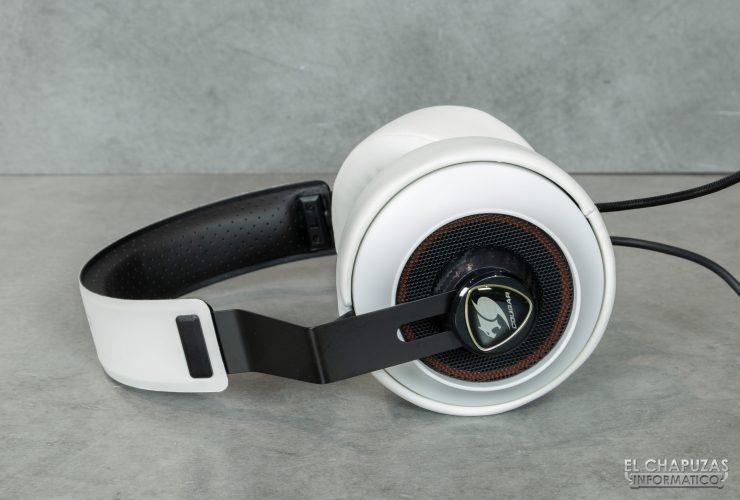 Cougar Phontum Essential - Vista lateral con máxima apertura