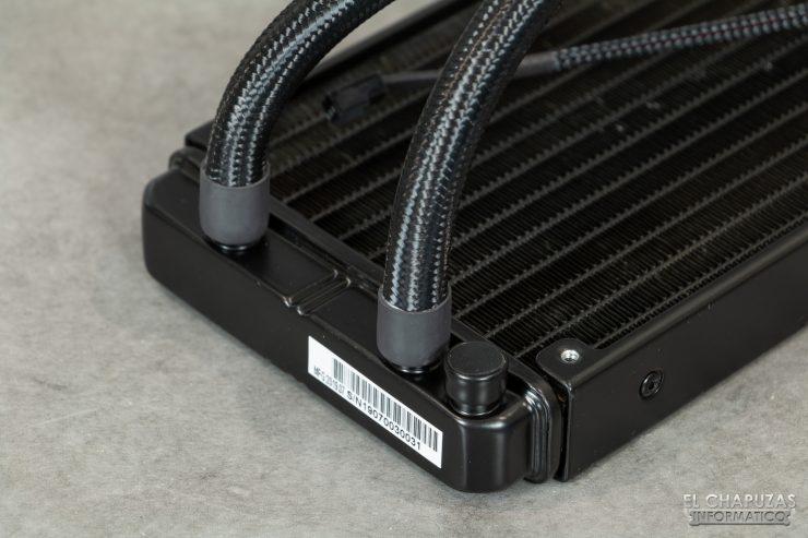 Enermax Liqmax III RGB 240 - Salida de tubos del radiador