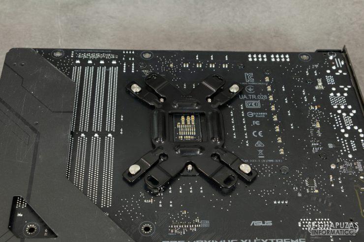 Enermax Liqmax III RGB 240 - Backplate colocado