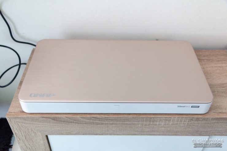 QNAP HS-453DX - Encendido