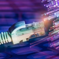 Las operadoras españolas piden «un uso racional de la red de Internet»: juega y mira Netflix por la noche