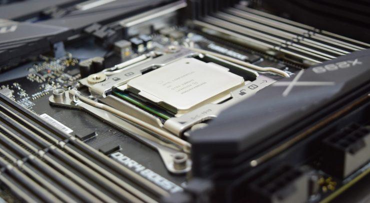 Intel Core i9 10980XE 1 740x407 0