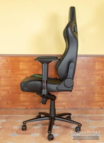 noblechairs EPIC 17 1 439x600 19