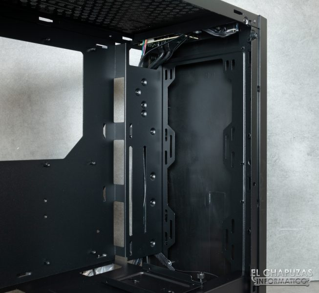 Thermaltake H100 TG - Lado frontal interior