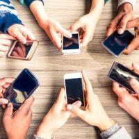 Adiós a los móviles en colegios: Madrid prohibirá su uso a partir del próximo curso
