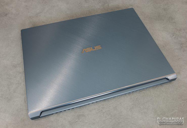 Asus ProArt StudioBook Pro 17 - Cerrado