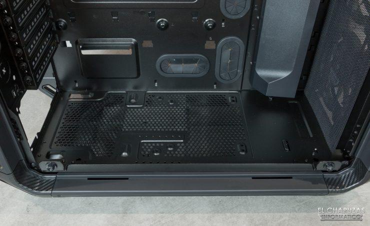 Cougar Panzer EVO RGB - Interior - Lado principal - Sin Carenado