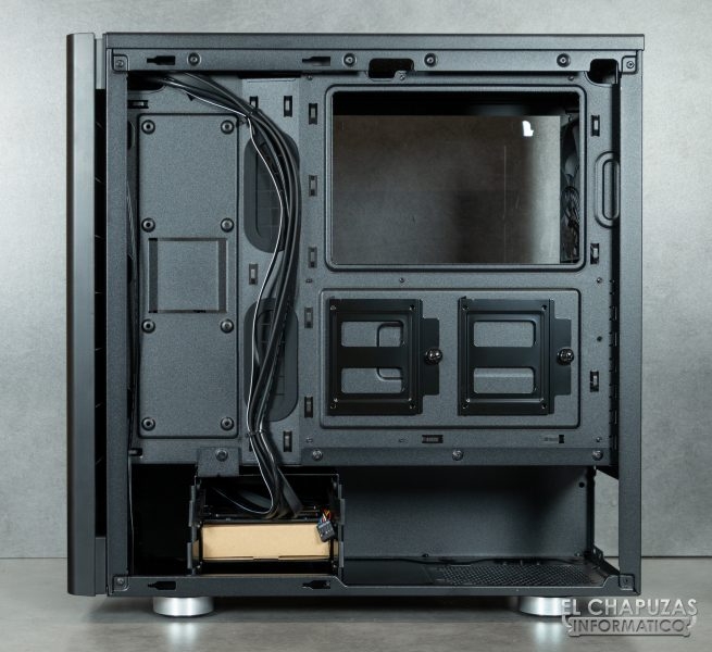 Corsair Carbide 275R - Interior 7