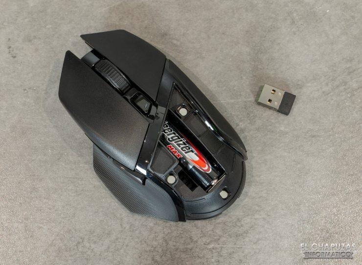 Razer Basilisk X HyperSpeed - Hueco pila puesta