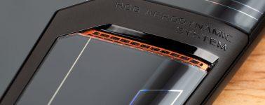 El Asus ROG Phone 3 posa ante la cámara con su sistema de refrigeración ROG Aerodynamic System