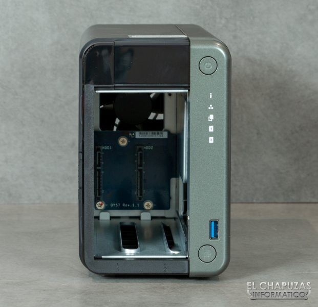 QNAP TS-253D - Vista frontal abierto 2